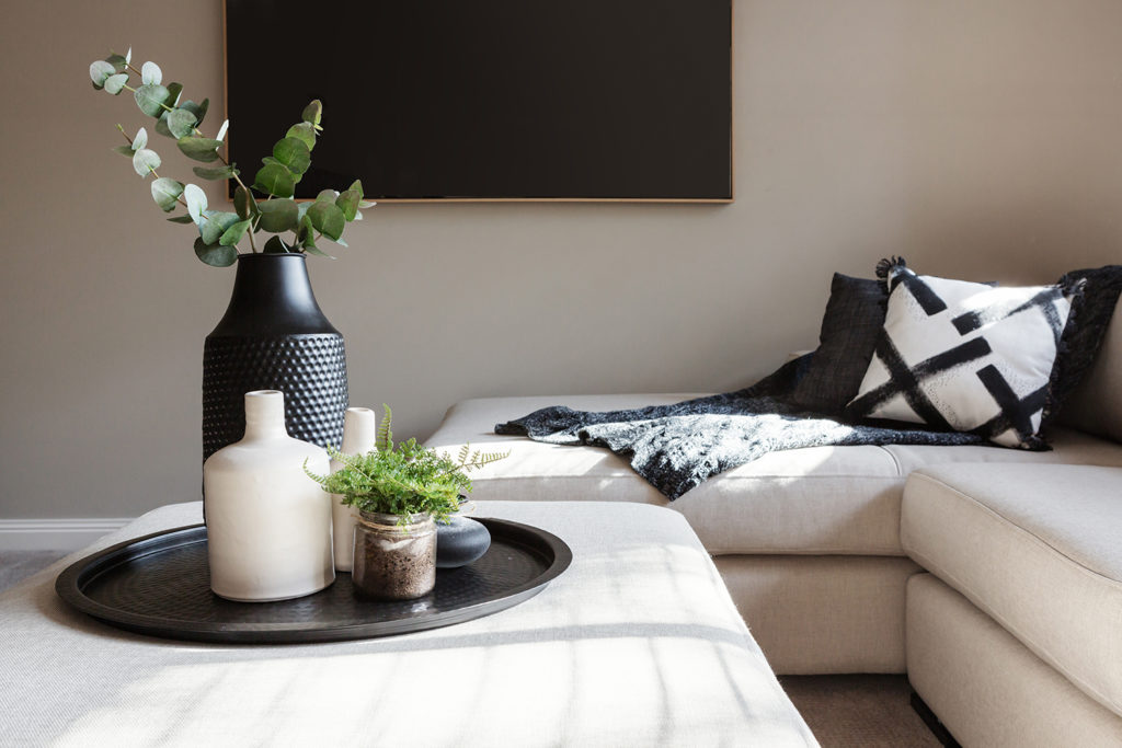 black interior design trends